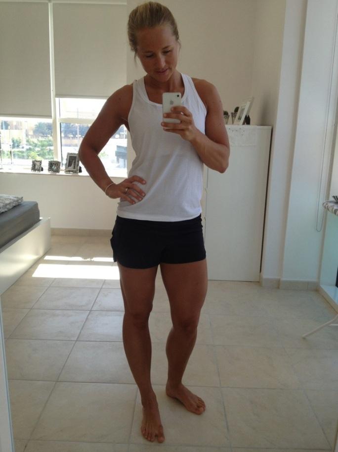 tank-top og bitteliten shorts fra Lulu Lemon